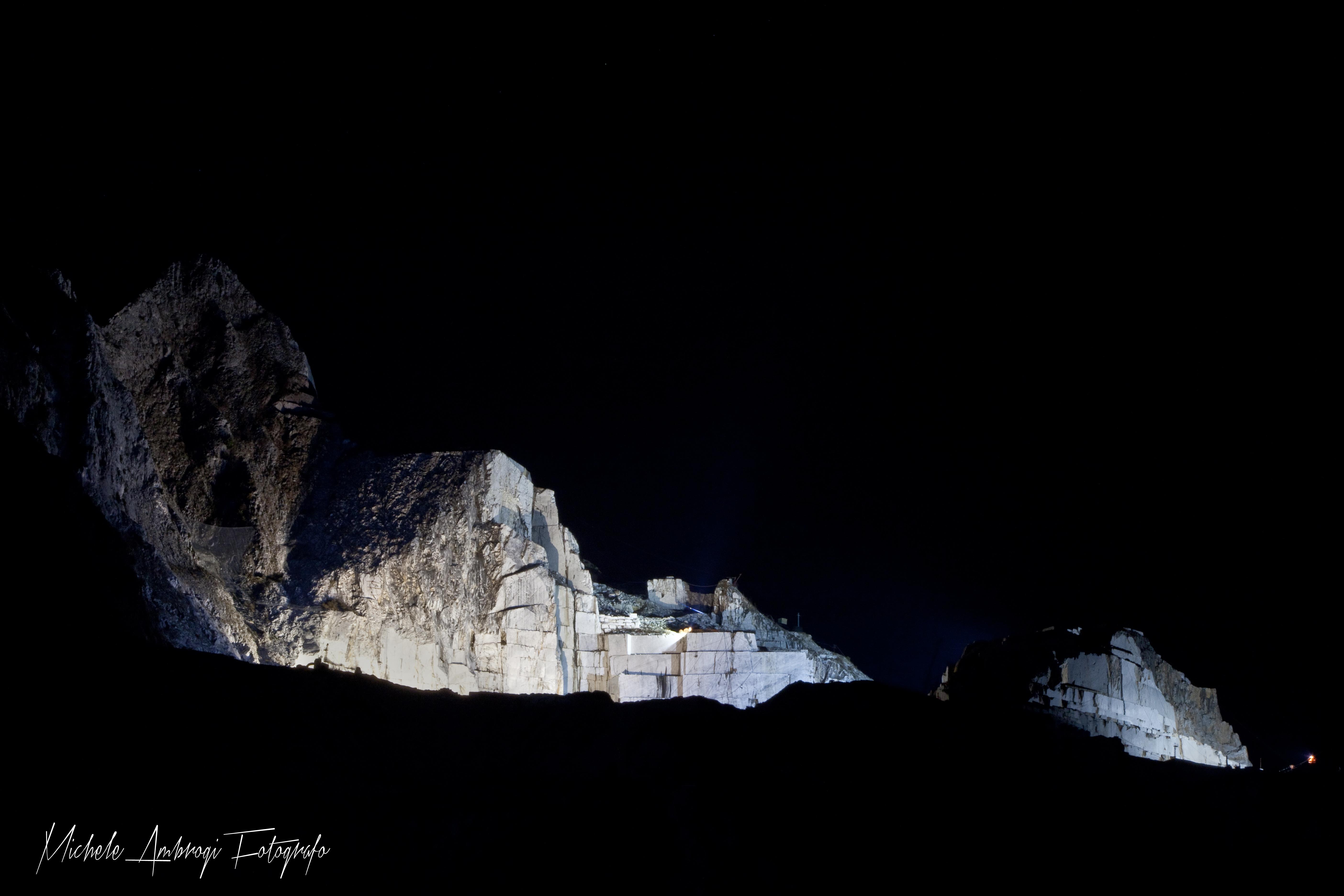 (le cave illuminate)