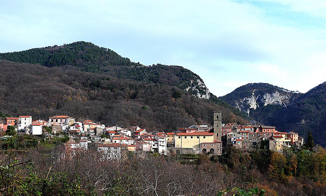 Abitato di Castelpoggio - foto di G. Bogazzi